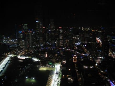 Skyline bei Nacht - Swissotel Stamford