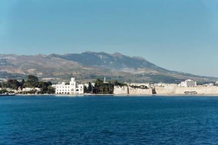 Kos Stadt, Blick auf Kos Stadt mit Johanniter Kastell - Strand Kos Stadt