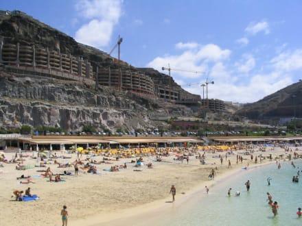 Playa Amadores mit Neubaumaßnahmen - Strand Playa de Amadores