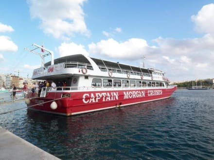 Das Schiff für die Inselrundfahrt - Captain Morgan Cruises