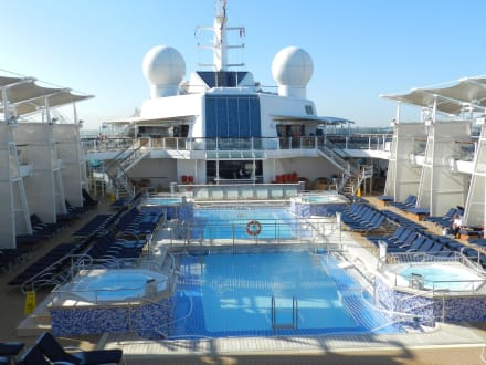 Poolansicht - Celebrity Equinox
