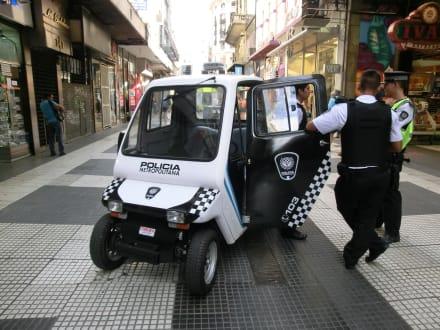Sicherheit OK, Polizei an jeder Ecke - La Florida - Einkaufsstraße