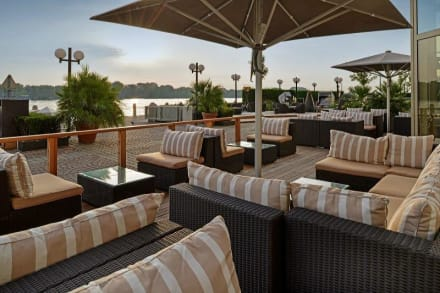New Waterfront Terrace - Bar & Lounge -