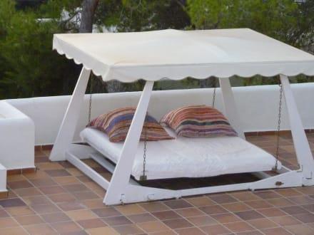 schaukelliege bild hotel casa datscha in cala salada ibiza spanien. Black Bedroom Furniture Sets. Home Design Ideas