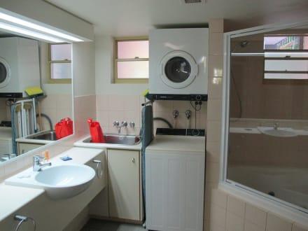 badezimmer mit waschmaschine und trockner: waschmaschine ins, Hause ideen
