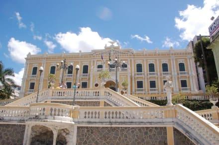 Regierungsgebäude - Altstadt Vitoria