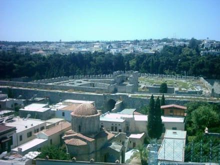 Vom Glockenturm auf die Stadtmauer der Altstadt - Altstadt Rhodos Stadt