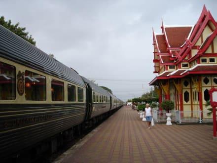 Stop Over des Orient Express - Historischer Bahnhof von Hua Hin