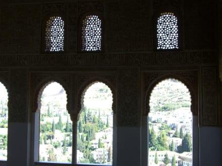 Blick aus einem Gebäude der Alhambra zum Albaicin - Alhambra
