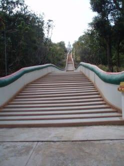 450 Stufen zum Buddha - Weisser Buddha