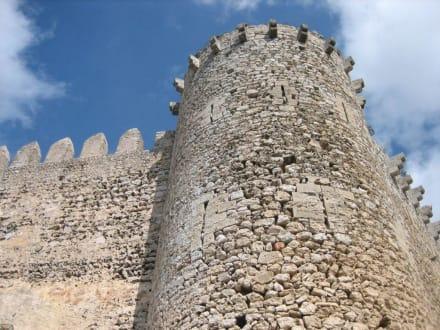 Castell de Santueri - optisch ein Steinbruch - Castell de Santueri