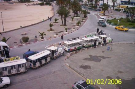 Platz vor der Medina - Medina