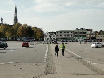 Deutschlands größter Marktplatz - Heider Marktplatz