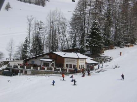 Mittagessen in der Sattelklause - Skigebiet