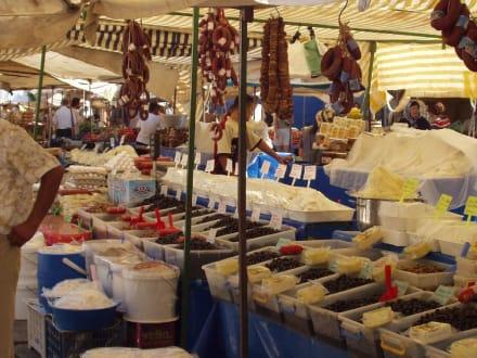 Ein Verkaufsstand auf dem Markt in Manavgat - Markt