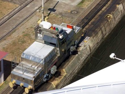 Treidellok in Betrieb - Panamakanal
