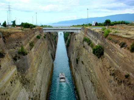 Durchfahrt eines Schiffes - Kanal von Korinth