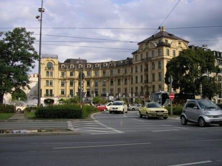 am Stachus (Karlsplatz) in München - Karlsplatz / Stachus
