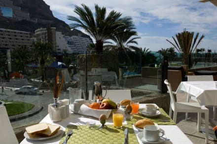 Breakfast with garden views -