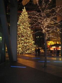 Weihnachtsbaum am Sony Center - Potsdamer Platz