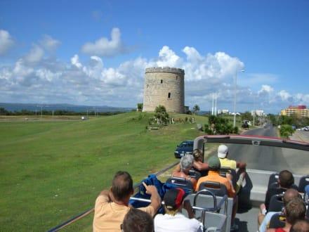 Fahrt zum Turm und Don Quichotte - Varadero Beach Bus Tour - Doppeldeckerbuslinie