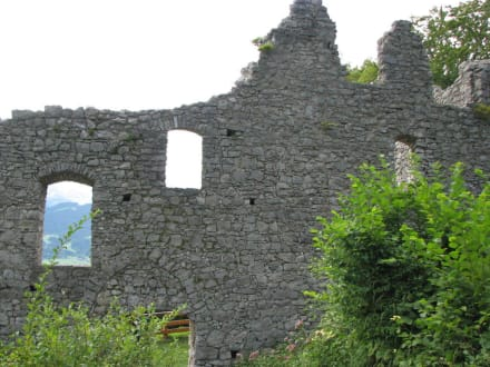 Burgruine Werdenfels mit weitem Blick ins Land - Burgruine Werdenfels