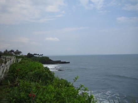 Die Küste beim Tempel. - Tempel Tanah Lot