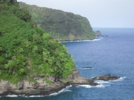 Die steile Nordküste Mauis - Straße nach Hana (Road to Hana)