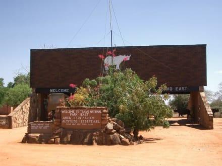 Einganz zum Tsavo Ost Nationalpark - Tsavo Ost Nationalpark