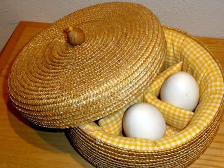Eierwärmer aus Stroh - Museum der Strohverarbeitung Twistringen