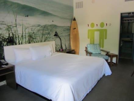 Zimmer - Postcard Inn on the Beach