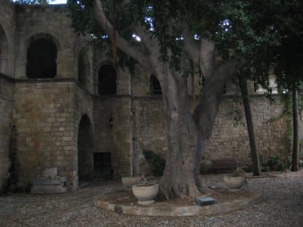 Im Hof des Museums, der Kirche - Byzantinisches Museum