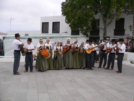 Fest aufm Sonntagsmarkt - Markt in Teguise