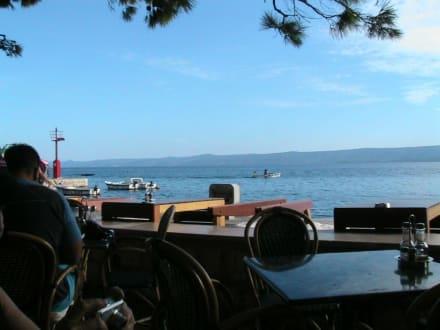 Blick vom Hafen Bol zur Insel Hvar - Hafen Bol