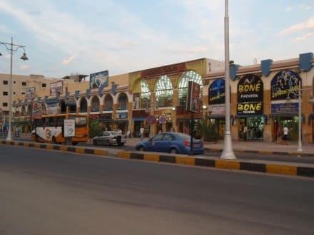 Blick auf ein größeres Geschäft - Sheraton Road