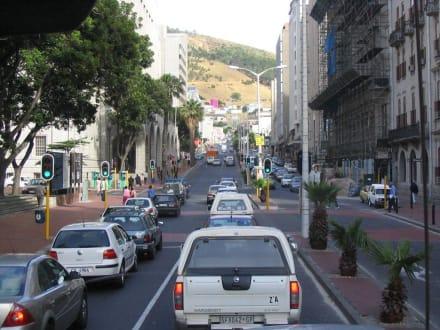 Hauptverkehrsstraße in Cape Town - Zentrum Kapstadt