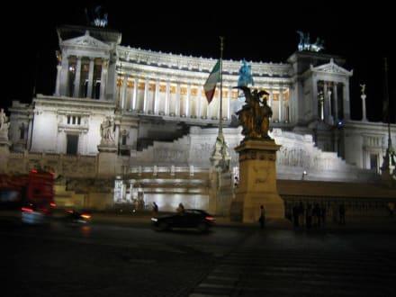 Monumento Vittorio Emannuele bei Nacht - Monumento Nazionale a Vittorio Emmanuele II