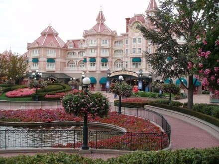 Disneyhotel vor dem Park - Disneyland Resort Paris / Euro Disney