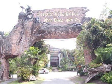 Einfahrt mit Auto - Khao Kheow Open Zoo