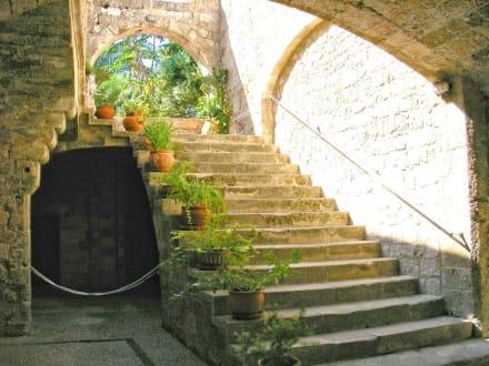 Ein Innenhof in der Altstadt - Altstadt Rhodos Stadt
