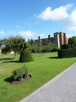 Historic sites (castle, palace, ruins, etc.) - Hever Castle