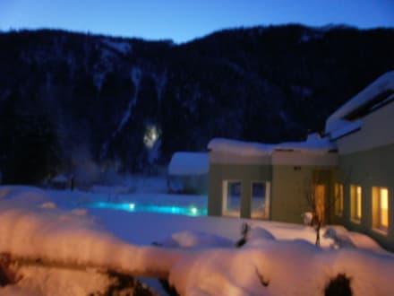 Außenpool 34 Grad beleuchtet - Alpin Life Resort Lürzerhof