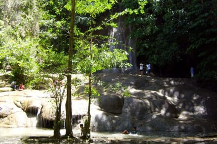 am Wasserfall - Sai Yok Noi Wasserfall