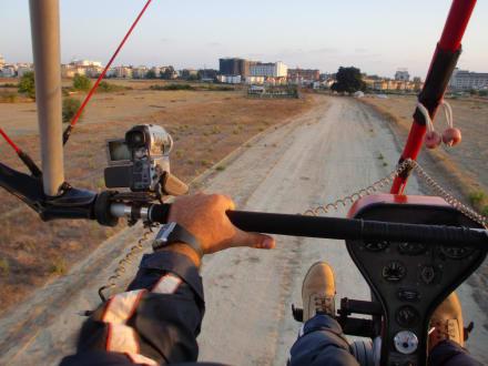 Landung mit dem Ultraleichtflugzeug - Blue Sky Microlight