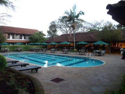Pool mit Frühstückssaal - Hotel Southern Sun Mayfair