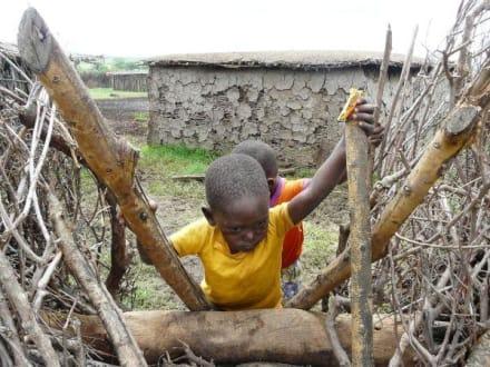 Kinder der Masais - Masai Dorf