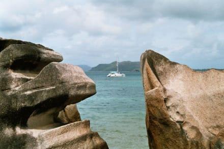 Unser Schlachtschiff - Katamaran Tour Baie Ste Anne