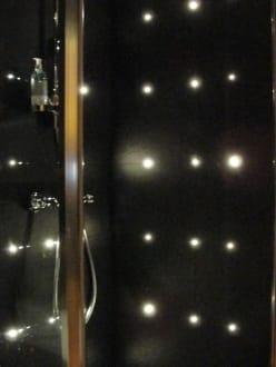 tolle dusche bild hotel le dauphin in paris gro raum. Black Bedroom Furniture Sets. Home Design Ideas