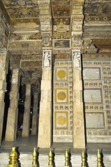 Säulen des Temples - Dalada Maligawa (Zahntempel)