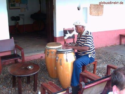 Mit Musik ist das Leben am schönsten... - Altstadt Havanna